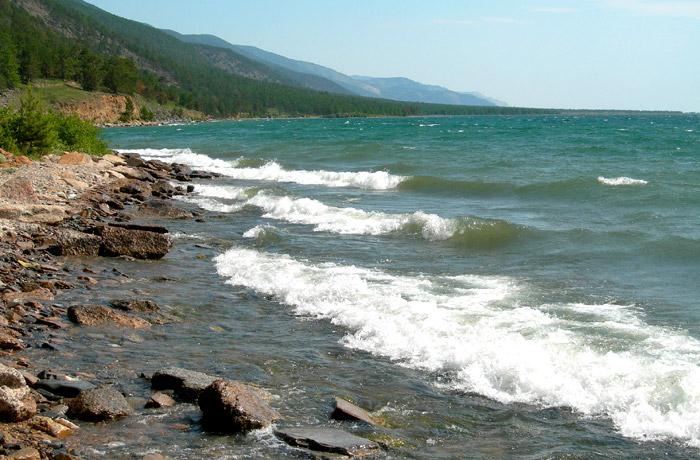 На берегу Байкала безлюдно