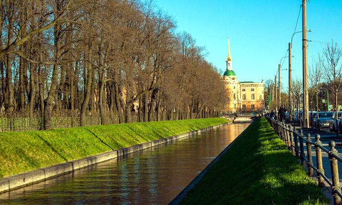 Лебяжья канавка у Летнего сада в СПб