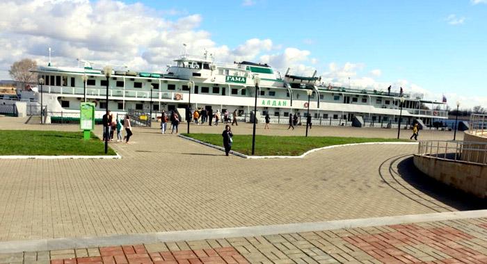 Теплоход с туристами прибыл в Болгар