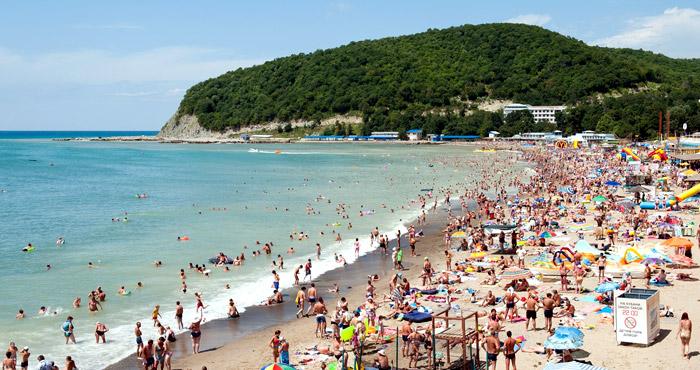 Берег Черного моря на курорте Джубга
