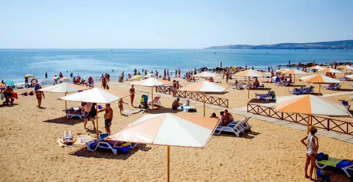 На пляже Феодосии