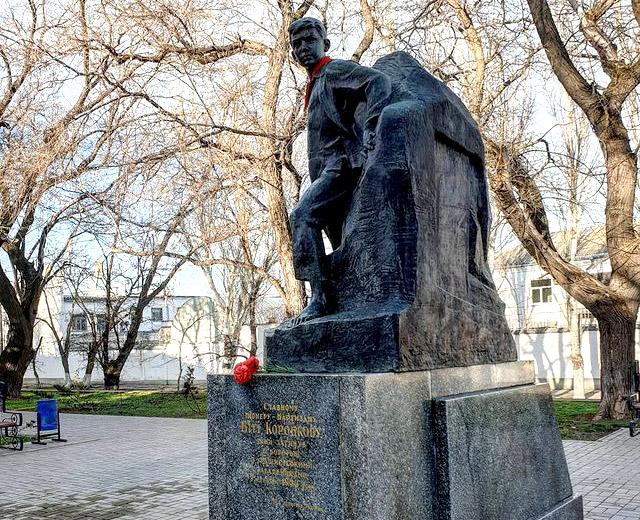 Памятник Вите Коробкову в Феодосии
