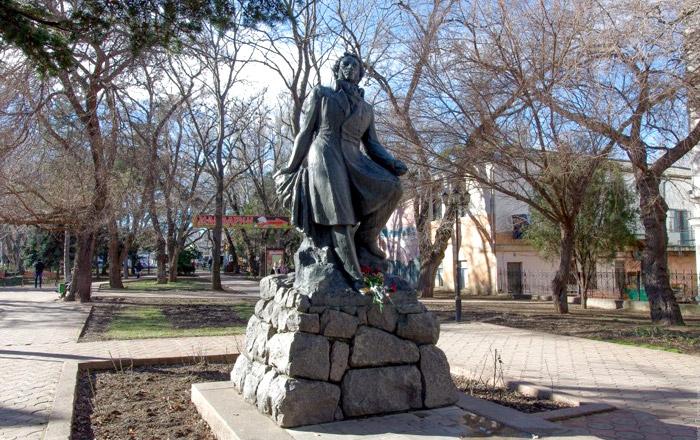 Памятник Александру Пушкину в одноименном сквере (Феодосия)