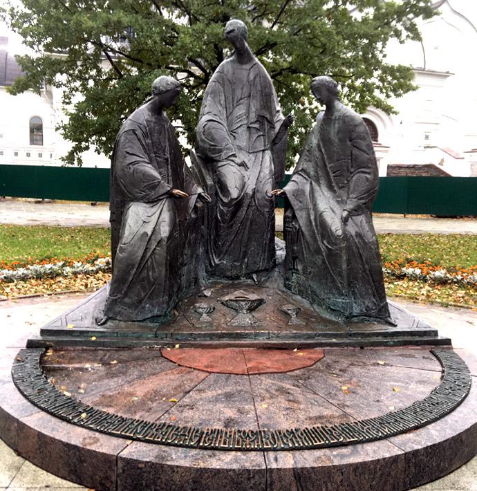 скульптура «Святая троица» в Ярославле